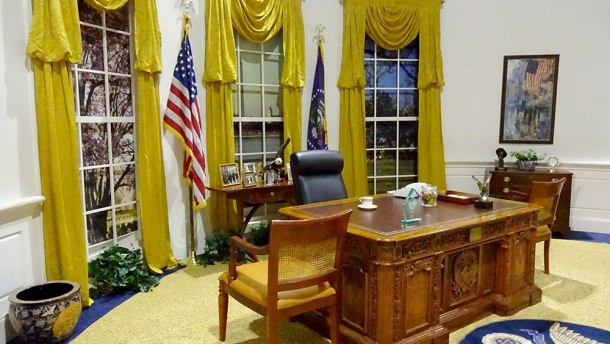 simulated_rr_oval_office_1000_00457.jpg